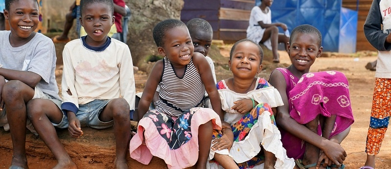 Smiling_Children_in_Ghana_Village.jpg